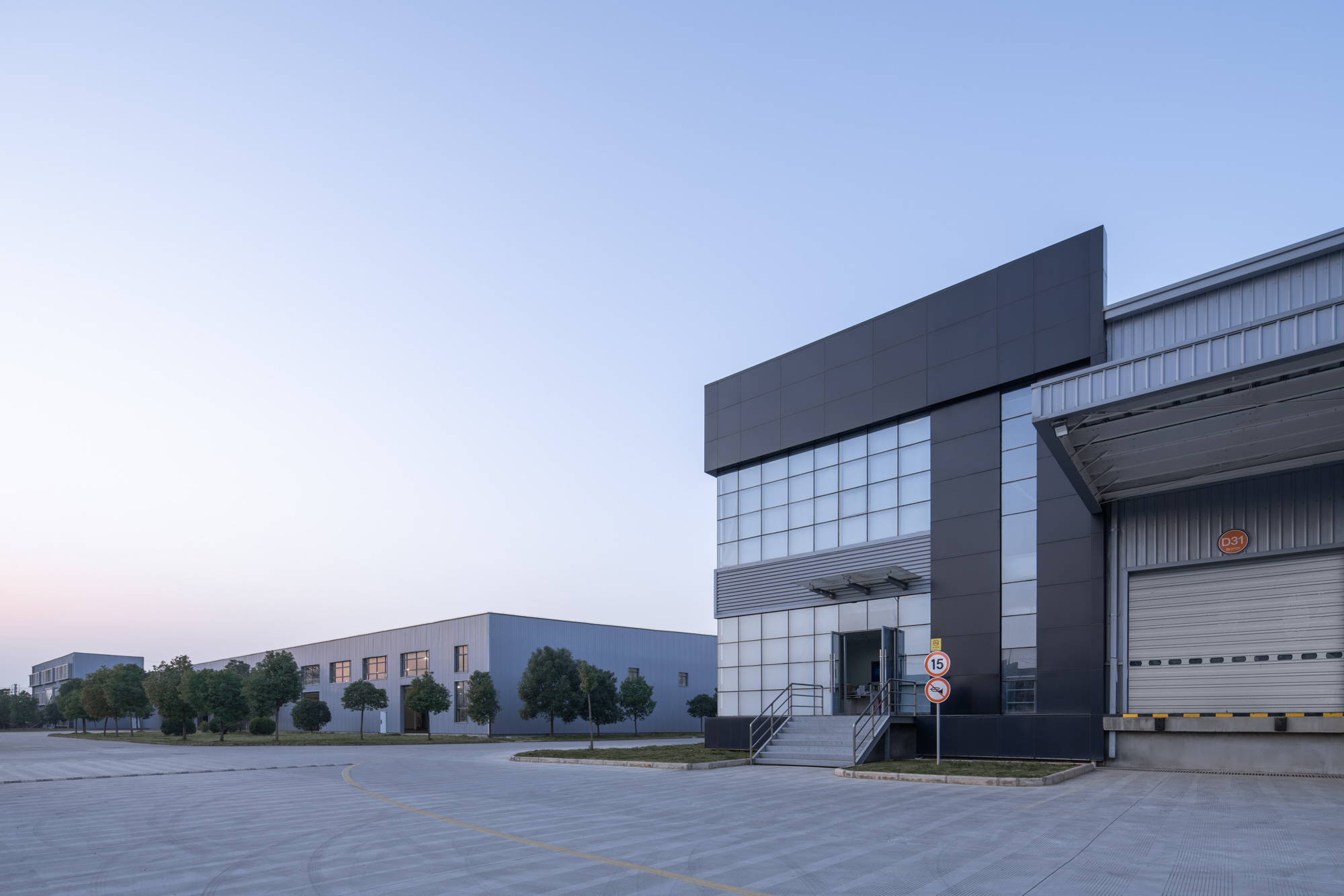 Unified Industrial Wuhan logistics manufacturing center